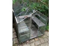 Greenhouse, glass, free to anyone willing to dismantle and collect. 220 cm * 190 cm.