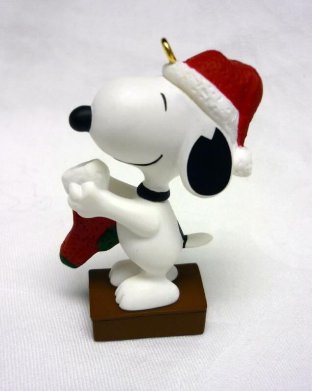 MIB HALLMARK 1995 5th in SERIES A SNOOPY CHRISTMAS ORNAMENT CHARLIE BROWN