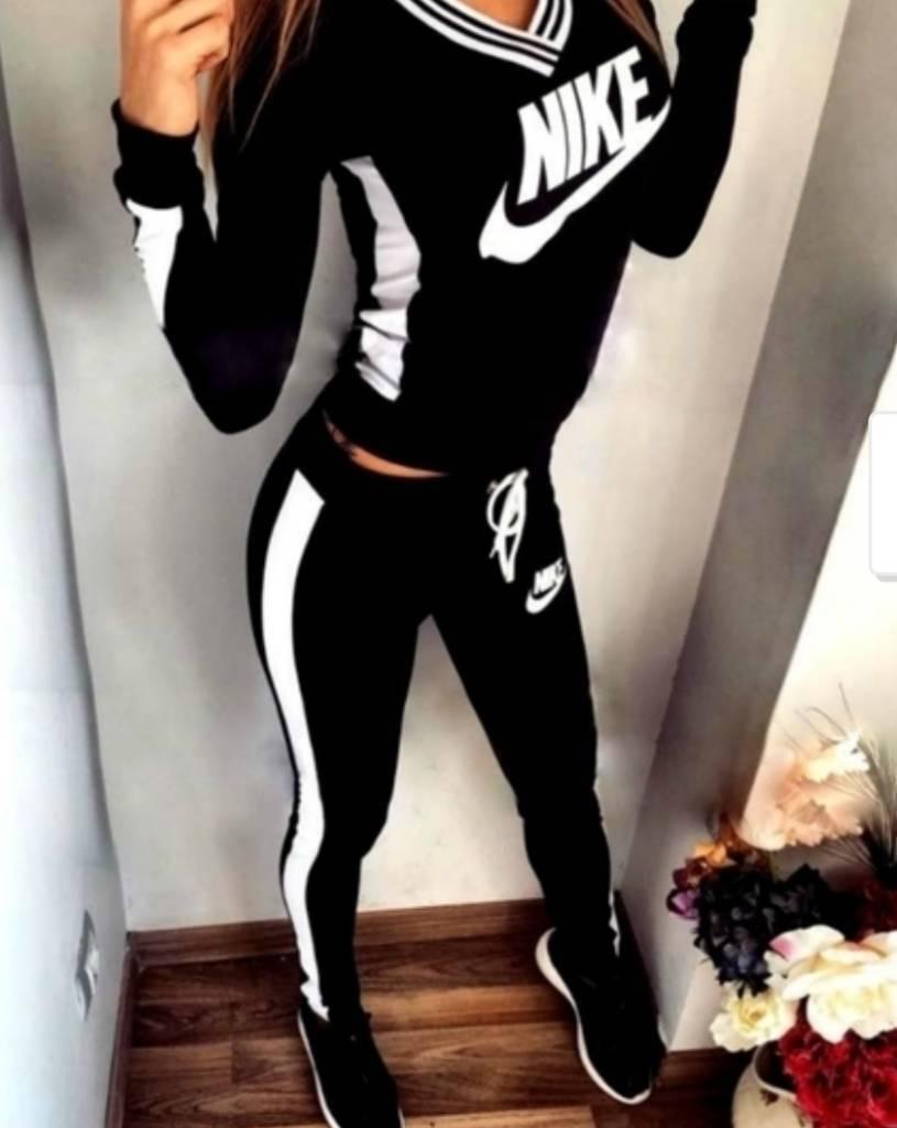 0f5d0e885454 Nike Women Sport Jogging Suit