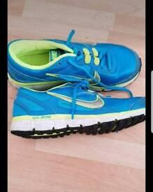 Nike dual fusion st size 6