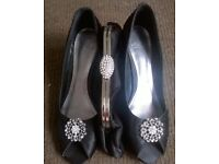 ladies shoes size 6 and clutch bag