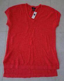Ladies GAP lightweight coral / orange sleeveless jumper – Medium – New with tags
