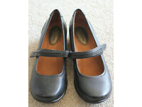 Ladies black leather hush puppy shoes mary jane size 4 BNNW