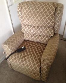 CAN DELIVER Celebrity Westbury Petite Riser Armchair Rise Recline Chair
