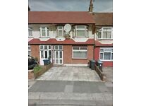 4 Bed House - Well sized house, driveway, garden, close to shops and A406 - Furnished/Unfurnished