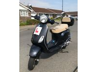 Vespa LX 125 with Top Box