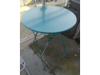 Foldable metal round table