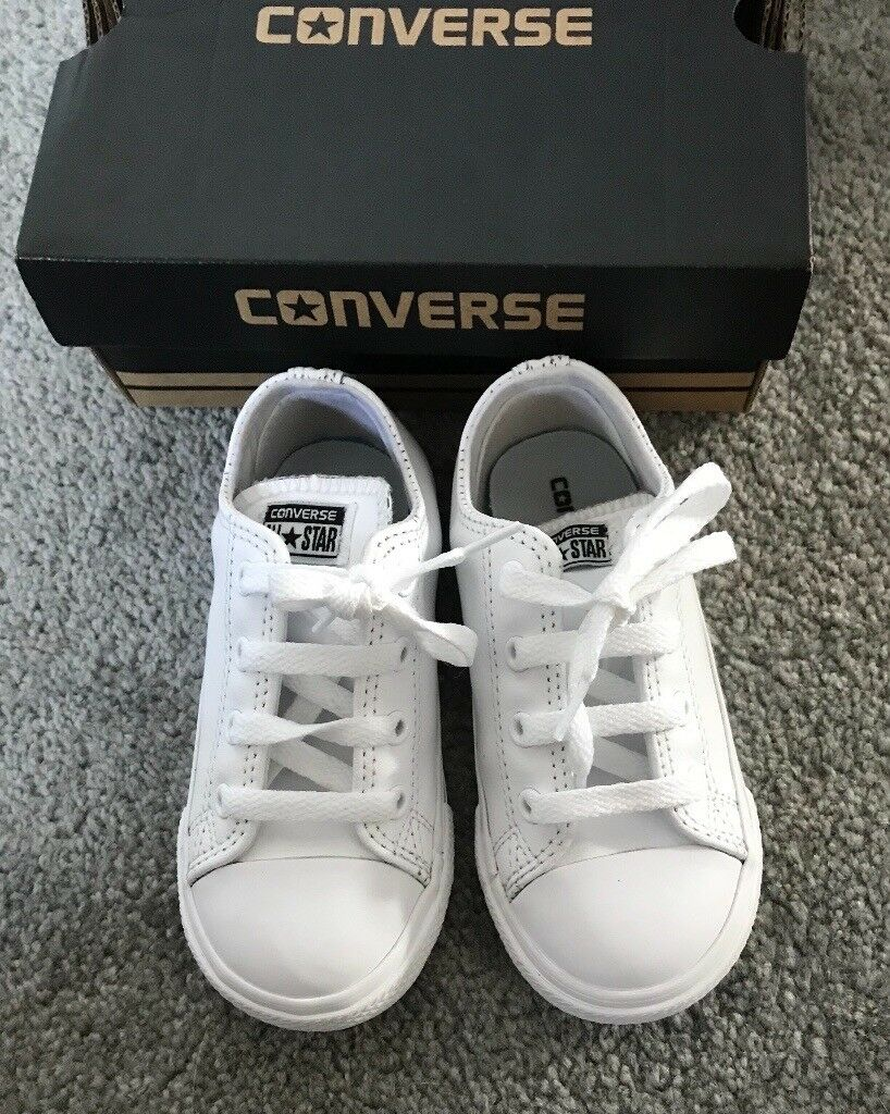 25902ac32b940c White leather toddlers converse size 9
