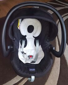 Chicco urban car seat and base
