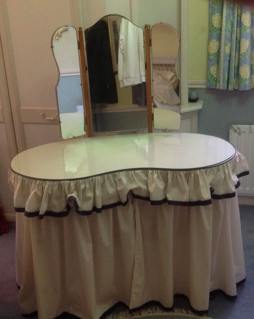 Kidney Shaped Dressing Table Curtains Curtain
