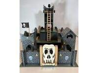Skull Themed Wooden Castle