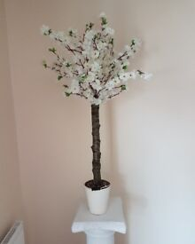 Artificial white cherry blossom tree's