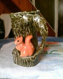 1960's/70's VINTAGE GENUINE SYLVAC 4241 FAUNA VASE/JUG - RED SQUIRREL IN OAK TREE