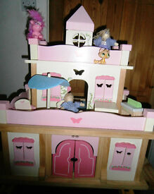 Beautiful As New Wooden Dolls House /Castle Complete with all Furniture,Patio Set .and People