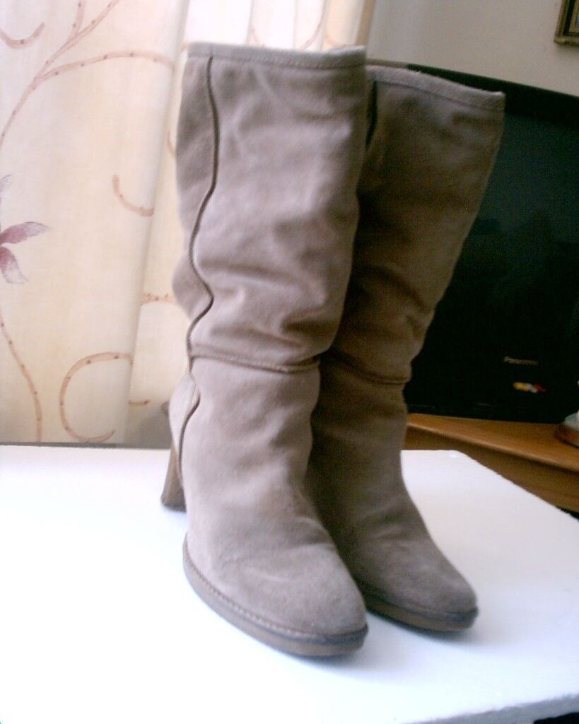 LADIES BOOTS SIZE 39
