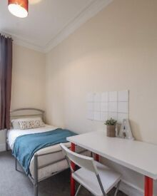 Huge room with ample storage in 8-bedroom flat, Kilburn