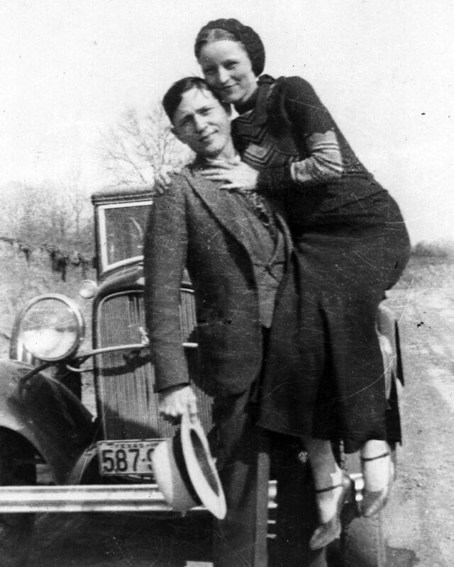 Bonnie Parker And Clyde Barrow B&w 8x10 Photo Print
