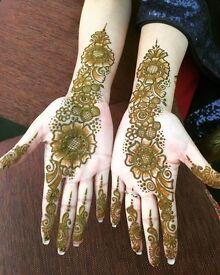 Henna/mehndi Artsit
