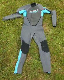 Full-length girls wetsuit with detachable sleeves