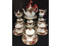 22 Pieces Royal Albert Old Country Rose Tea Service