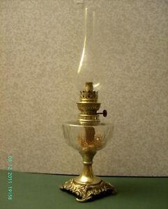 Lampe a petrole pied en bronze ou laiton reservoir en for Lampe pied en verre