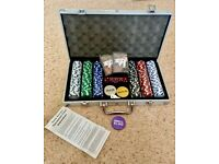 Texas Holdem Poker 300 x Chips Set in Aluminum Case ,2 x Cards, 3x Buttons 5 Dice