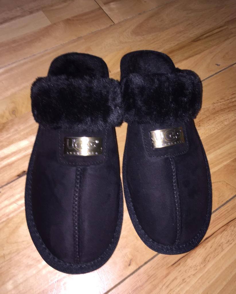 71b38e72ad0 Ladies UGG Australia slippers size 5/6   in Bath, Somerset   Gumtree