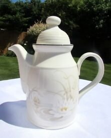 Royal Doulton Fresh Flowers Large 2.5 Pint *COFFEE POT* HAMPSTEAD 1983 Lambethware Excellent Cond