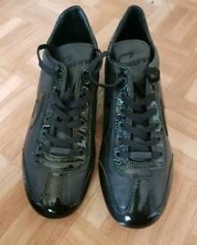 black cruyff trainers