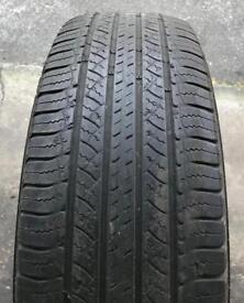 225/65 17 Michelin tyre
