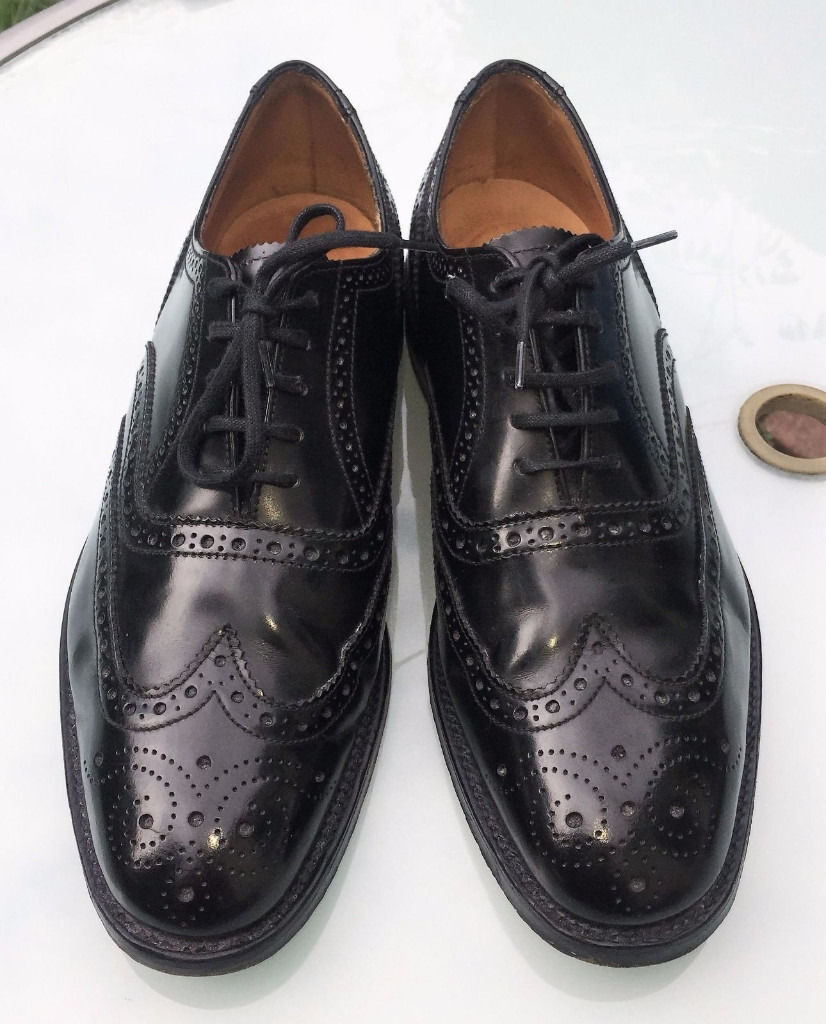 Loake Black Brogues - in perfect condition UK 8 / Euro 42