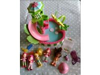 Strawberry Shortcake dolls swimming pool
