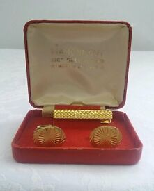 Diamond Cut 22 ct gold plated Cufflinks with tie clip.