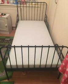 Black Extendable bed with mattress