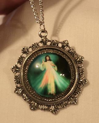 (Lovely Fleur de Lis Starburst Rim Divine Mercy Jesus Cameo Silvertone Necklace)