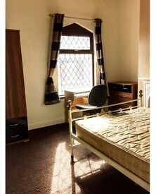 All Bills Incl. Double Room Available to Rent in Shelton Staffordshire University. Fully Furnished !