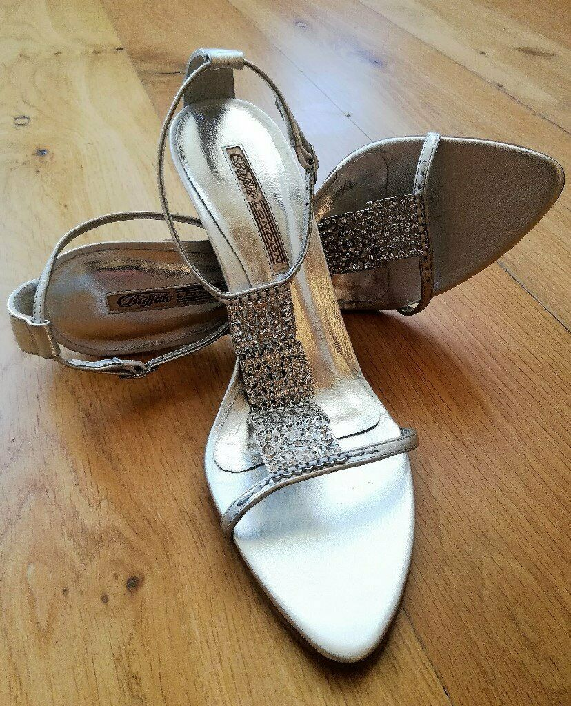 d42547bf551e NEW DESIGNER BUFFALO LONDON High Heel Sandals Silver Diamante T-Bar High Heel  Metallic Size 41 PROM