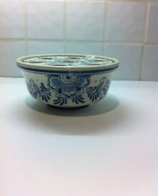 Delft Blue flower pot holder