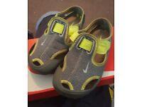Infant boys nike beach sandals size 10.5