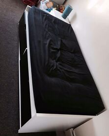 Single bed great condition ! Pick it up