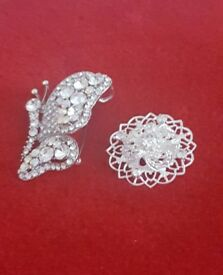 Pair of Gorgeous Rhinestone, Diamante and Crystal Brooches – brand new