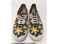 Vans women's/girls canvas shoes UK 4.5