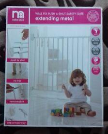 Wall Fix Push & Shut Extending Metal Safety Gate