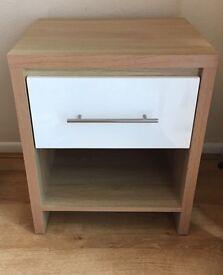 Single drawer bed side cabinet