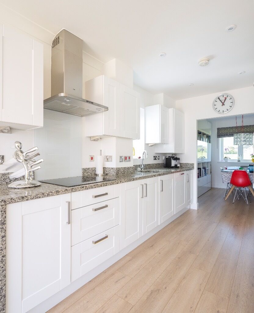 White High Gloss Paula Rosa Kitchen - Excellent Condition | in ...