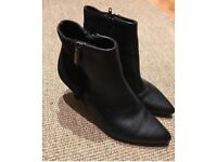 Girls/Ladies twins Black Ankle Boots Size Euro 36 (UK 3-3.5) immaculate