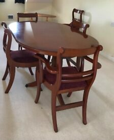 Dining table and Chairs 4 or 6 Seater mahogany extendable Beautiful ☆☆☆☆☆