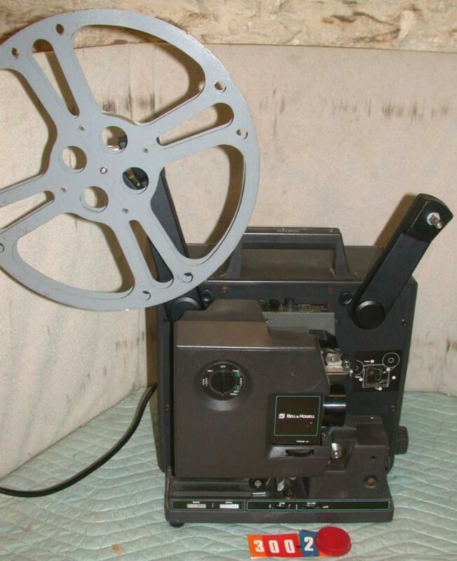 Bell & Howell 2585 16MM Sound Film Projector model 2585 B & Case