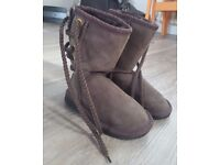 Children Ugg boots Size 8-9 Lace Up Fur Lined - Unisex