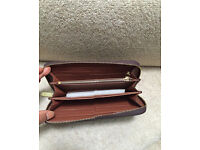 Louis Vuitton Wallet Leather zippy comes in a box Mono or D